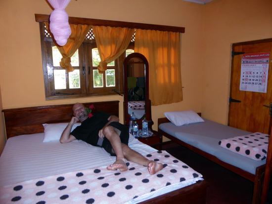 Freedom Guest Inn Ella: Tunn madrass i extrasängen.