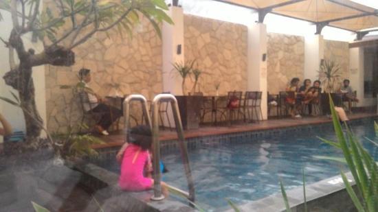 Favor Hotel Makassar: View dari kamar. No privacy.
