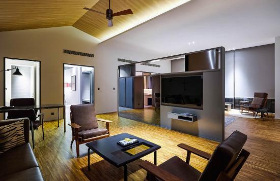 Midori Clark Hotel And Casino: Separate Living Room Part 28