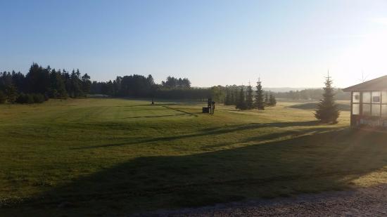 Dronninglund, الدنمارك: Dronninglund en tidlig morgen på hul 1