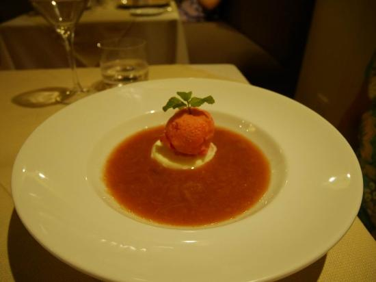 rhubarb soup w ice cream