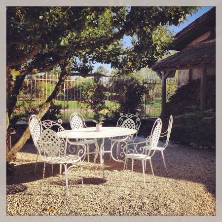 Port Sainte Foy et Ponchapt, ฝรั่งเศส: Outdoor set