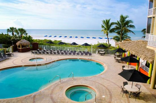 DiamondHead Beach Resort & Spa: Pool View