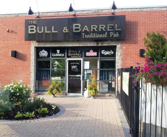 باري, كندا: Bull & Barrel Pub