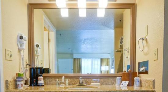 Concord, كاليفورنيا: Bathroom Mirror