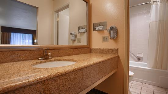 Grass Valley, كاليفورنيا: Guest Bathroom