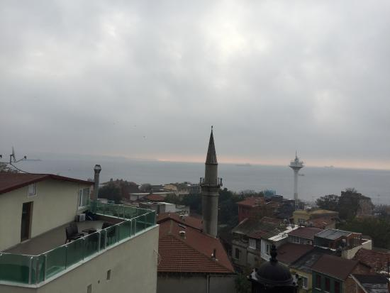 Dersaadet Hotel Istanbul: view from terrace
