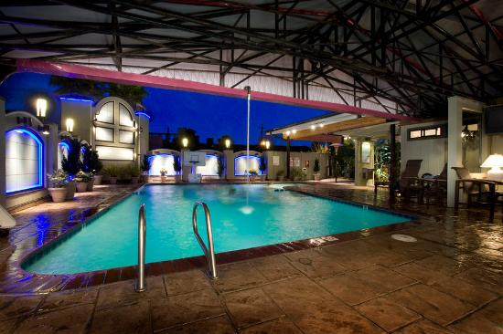 Best Western Plus Humboldt Bay Inn: Indoor-Outdoor Pool