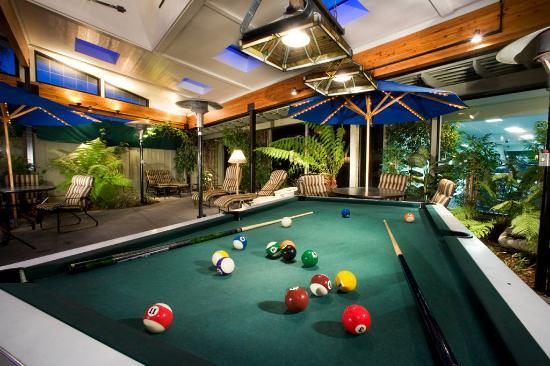 BEST WESTERN PLUS Humboldt Bay Inn: Indoor Patio Area