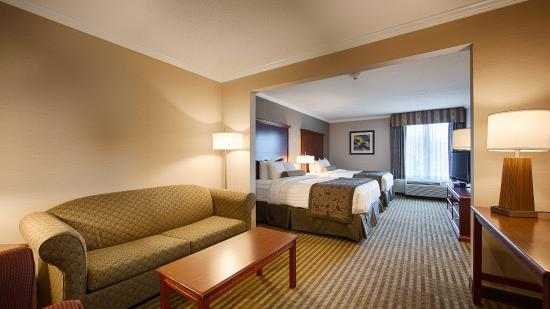 Liverpool, NY: Double Queen Suite