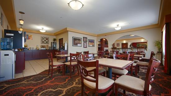 BEST WESTERN Greentree Inn & Suites: Breakfast Room