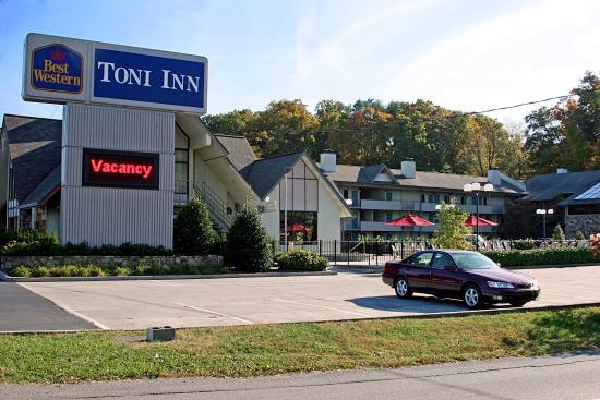 BEST WESTERN Toni Inn: Exterior