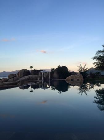 An Lam Ninh Van Bay Villas: từ hồ bơi nhìn vào