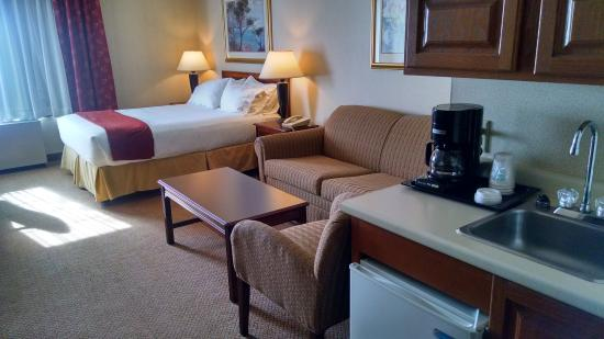 Woonsocket, RI: Queen Mini Suite