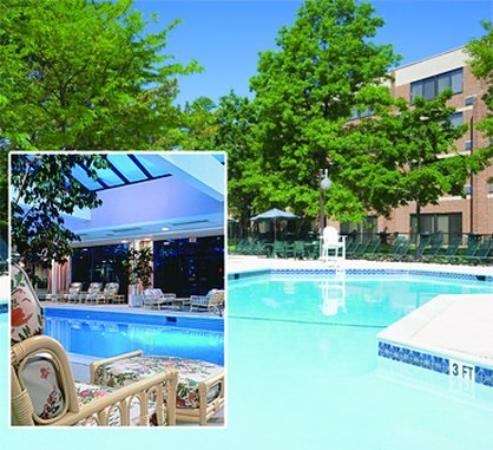 Woodcliff Lake, NJ: Indoor / Outdoor Pools