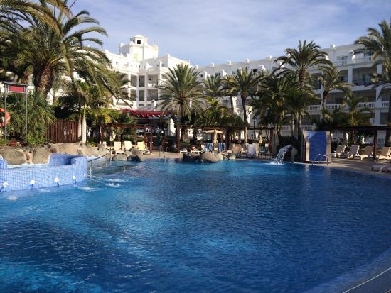Piscina picture of hotel riu palace maspalomas playa for Piscina playa del ingles