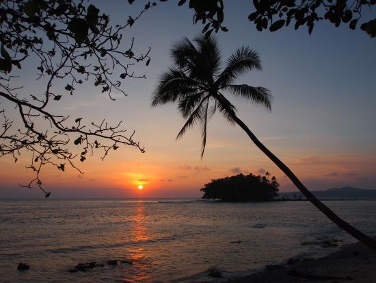 Gatokae Island, Solomon islands/Isole Salomone: Tranquil sunset on Ropico beach looking to the island