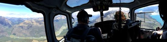 Over The Top - The Helicopter Company - Tours: panorama of the cockpit and views