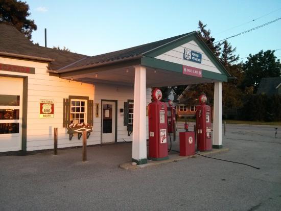 Dwight, IL: La Gas Station al tramonto