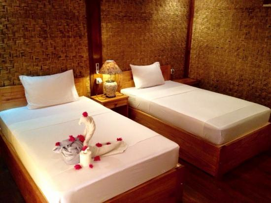 Coral Voice Home Stay and Bar: lumbung twin bed