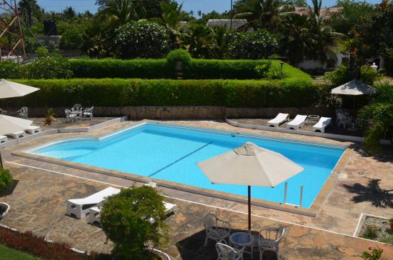 Galu Inn: Pool & Surrounding Lawns