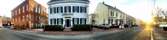 Newburyport, MA: Street view of the inn