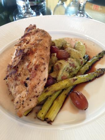 The Inn at Willow Grove: Chicken and gnocchi