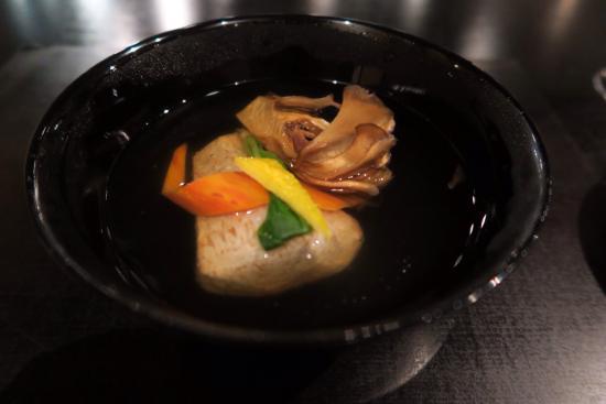 きめ細やかなサービス、味も繊細、器も素晴らしい和食