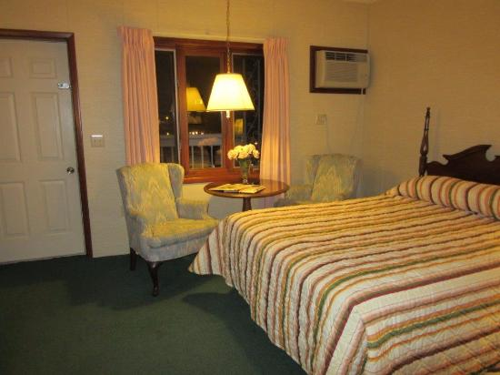 Lockport Inn and Suites: Room