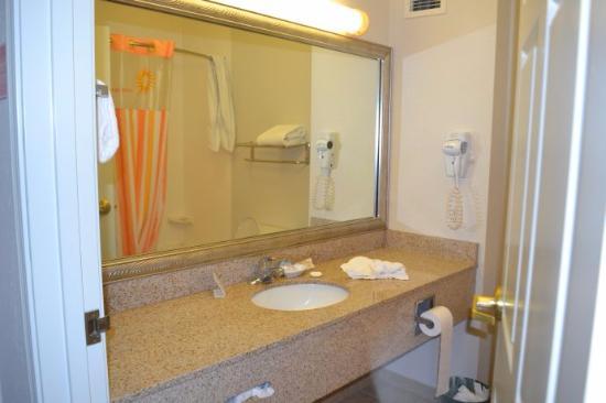 La Quinta Inn & Suites Rapid City: Banheiro