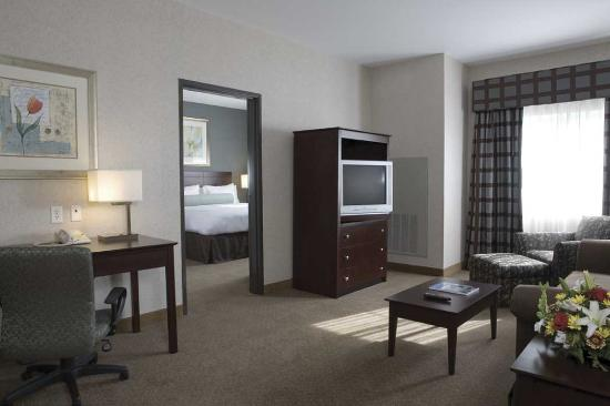‪‪Ruckersville‬, فيرجينيا: Upgrade your stay with a spacious King Suite, for a separate living room area and bedroom area.‬