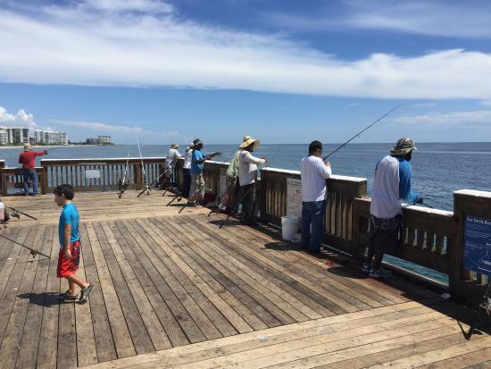 Deerfield Beach International Fishing Pier Рыбаки на пирсе