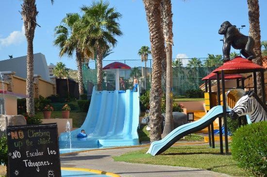 Royal Solaris Los Cabos: Kids slide and plyground