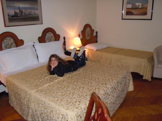 chambre confortable pour 3 personnes - Photo de Grand Hotel Des ...