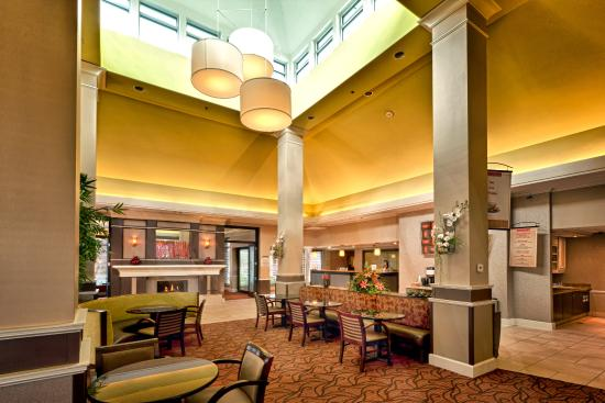 Hilton Garden Inn Chattanooga / Hamilton Place: It's Your Lobby, Not Ours