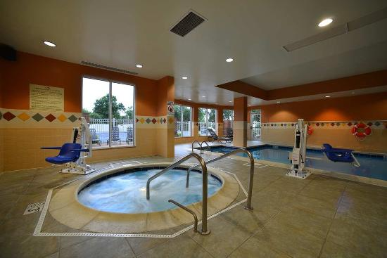 Kankakee, IL: Bubbling Indoor Whirlpool