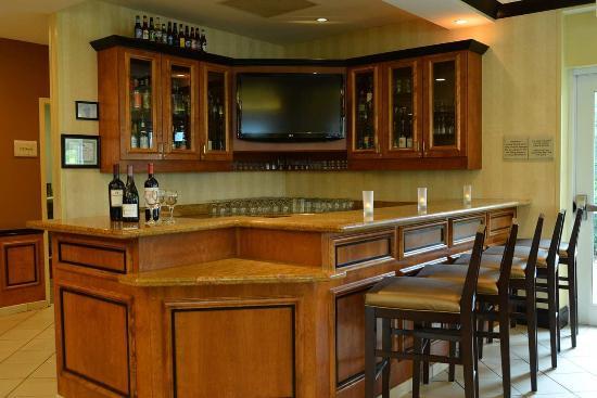 Kankakee, IL: Lobby Bar
