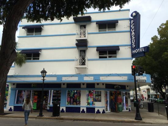 Pegasus International Hotel: View of Pegasus from Duval St.