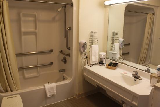 Bluegrass Extended Stay Hotel: Handicap Bathroom