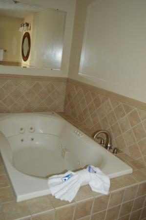 Bluegrass Extended Stay Hotel: 2-Room Jacuzzi Suite Jacuzzi