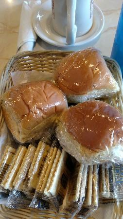 Neli's Family Restaurant : Nice little basket of rolls