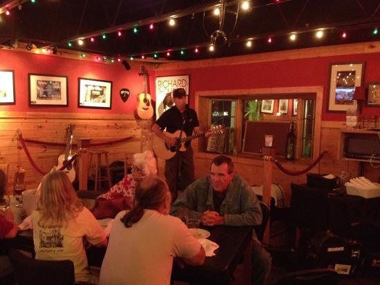 The Pine Room Tavern: ENTERTAINMENT