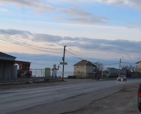 """Prymorskyy: Вид от парковки около """"Волны"""" на пляж"""