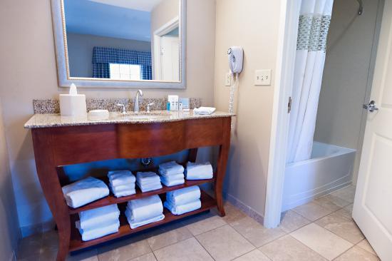 Hampton Inn & Suites North Conway: Bathroom