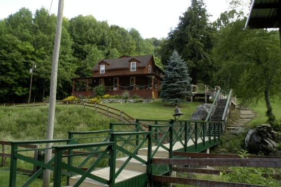 Mountain Harbour Bed and Breakfast: view of the B & B from the hostel