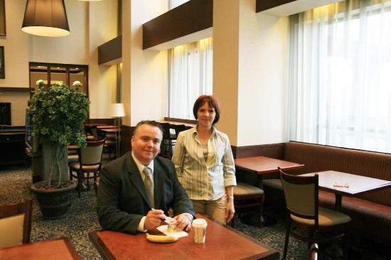 Hampton Suites Laval Quebec: Breakfast Dining Area