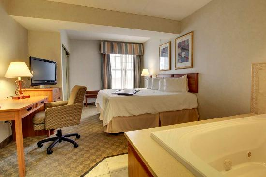 Hampton Inn and Suites Chicago / Aurora: 1 King Bed Suite Whirlpool