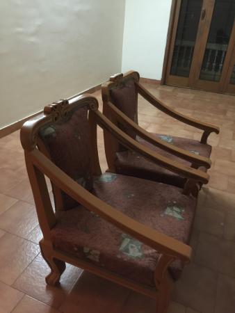 Sri Padmavathi Guest House: Damaged chairs