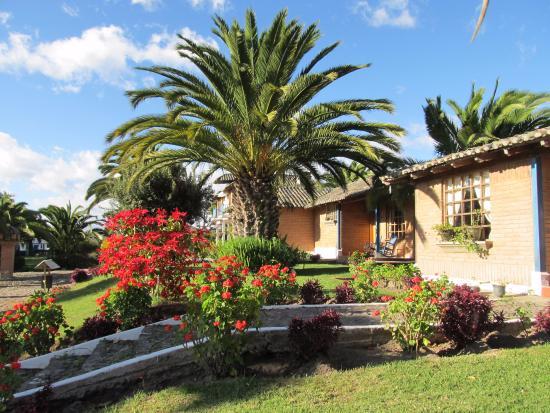 Jardines hermosos picture of hosteria la casa de - Casas con jardines bonitos ...
