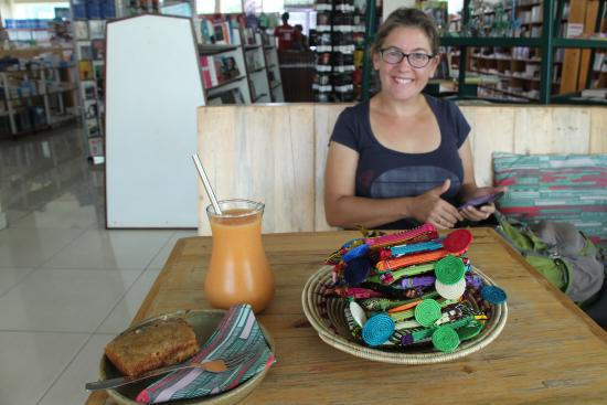 Inzora Rooftop Cafe: Breakfast and crafts